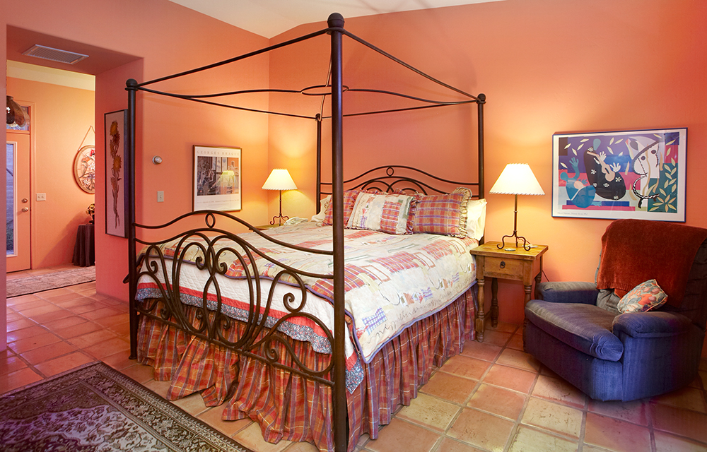 barrel suite bedroom.jpg